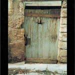 XII La porte entravée