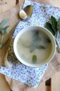 Soupe ail sauge